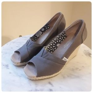 TOMS I Gray Peep Toe Wedge